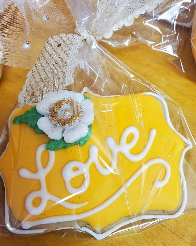 Lucy's Cakes & Crumbs - Love U