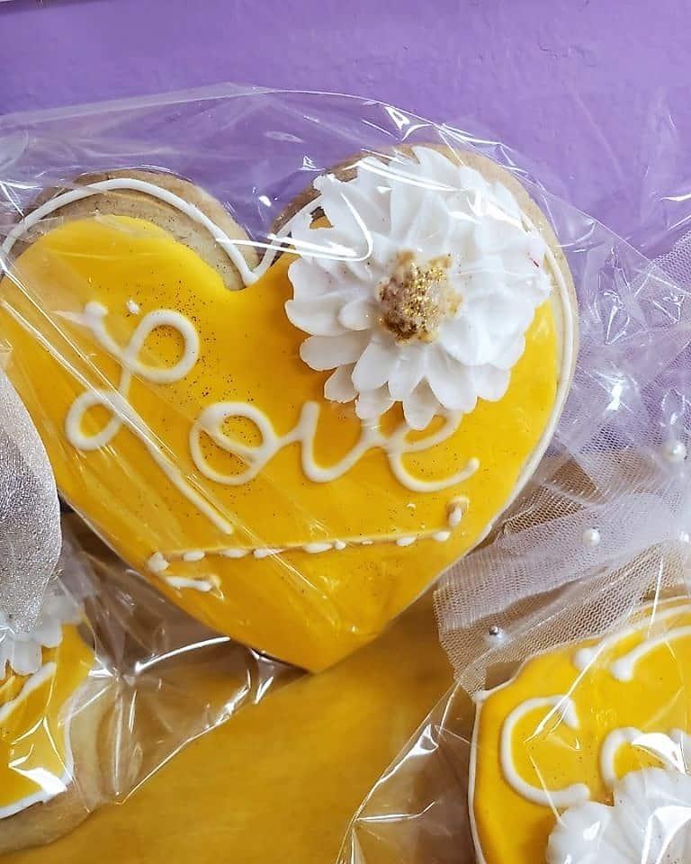 Lucy's Cakes & Crumbs - Cookies Yellow Love