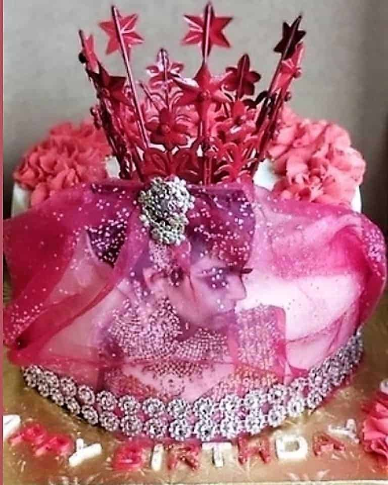 Lucy's Cakes & Crumbs - Royalty