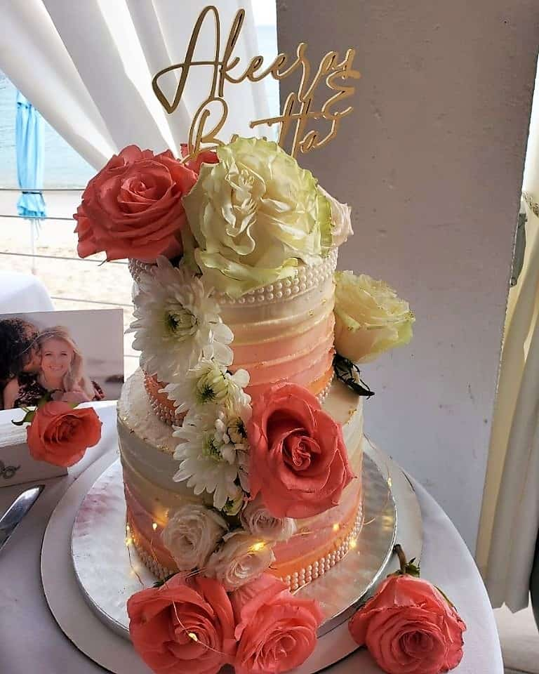 Lucy's Cakes & Crumbs - Wedding Cake Pin Roses Carnation