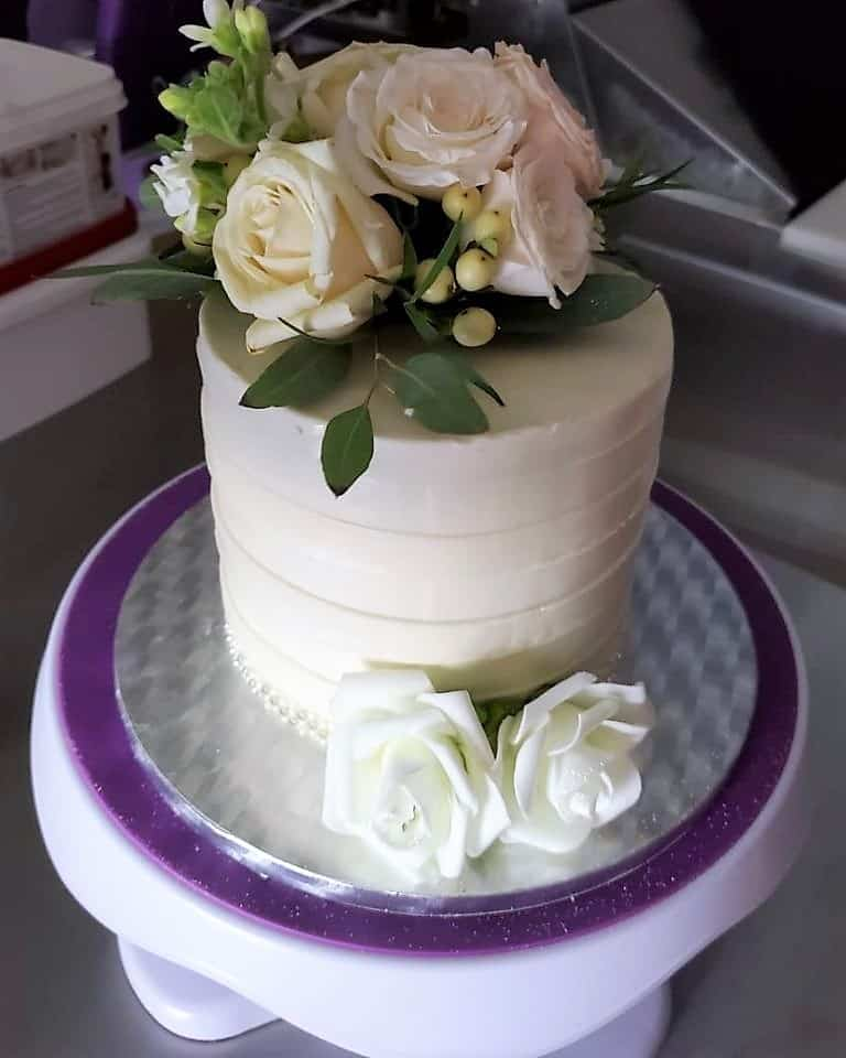 Lucy's Cakes & Crumbs - White Roses